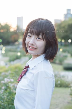 笑顔の女子高生の写真素材 [FYI01226614]