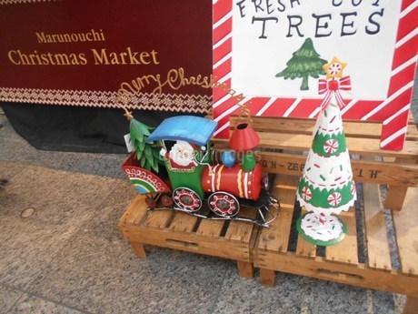 クリスマス・汽車に乗るサンタクロースの写真素材 [FYI01226624]