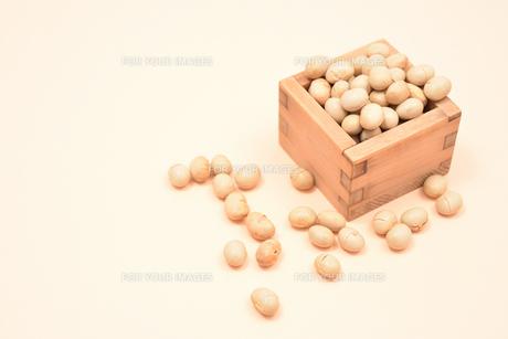 節分の豆 の写真素材 [FYI01226685]