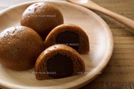 黒糖饅頭の写真素材 [FYI01226813]