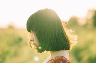 女の子の横顔の写真素材 [FYI01226891]