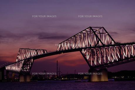 夕方の東京ゲートブリッジの写真素材 [FYI01227263]