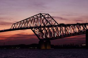 夕方の東京ゲートブリッジの写真素材 [FYI01227264]