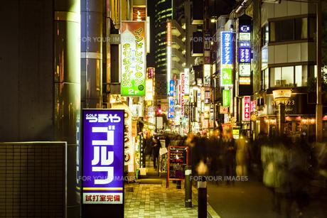 新橋の飲食店街の写真素材 [FYI01227605]
