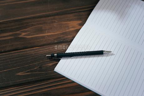 ノートとペンの寄りの写真素材 [FYI01227708]