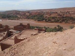 川を挟んで向かい合う集落inアフリカの世界遺産の写真素材 [FYI01228271]