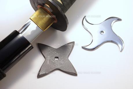 手裏剣と日本刀の写真素材 [FYI01228348]