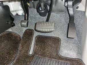 自動車のフットペダルの写真素材 [FYI01228358]