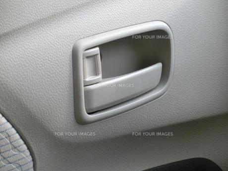 自動車の車内側のドアノブの写真素材 [FYI01228359]