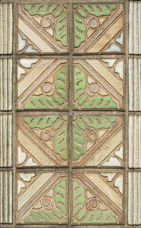 飛鳥山公園の渋沢史料館の植物模様のタイルの写真素材 [FYI01228472]