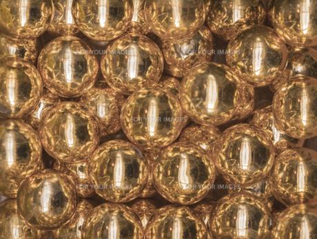 輝く黄金色のビー玉の宝石の写真素材 [FYI01228515]