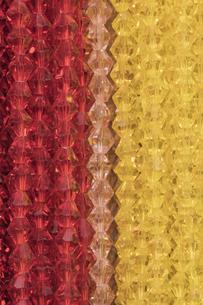 二色のコスチュームジュエリーの写真素材 [FYI01228518]