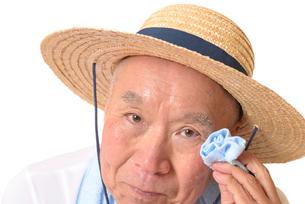 熱中症のシニアの写真素材 [FYI01229216]