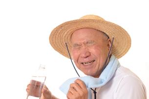 熱中症のシニアの写真素材 [FYI01229223]