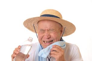 熱中症のシニアの写真素材 [FYI01229224]
