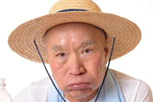 熱中症のシニアの写真素材 [FYI01229228]