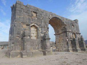凱旋門inアフリカの世界遺産(古代ローマ遺跡)の写真素材 [FYI01229494]