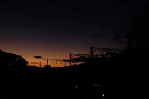 夕焼けと線路の写真素材 [FYI01229782]