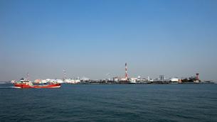 臨海工業地帯の風景の写真素材 [FYI01230097]