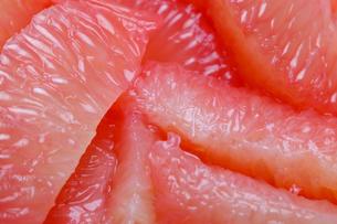 皮をむいたグレープフルーツの写真素材 [FYI01230641]