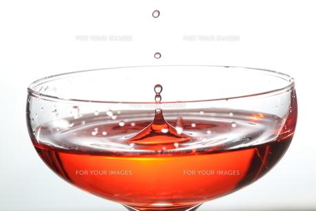 グラスの中のスプラッシュの写真素材 [FYI01230662]