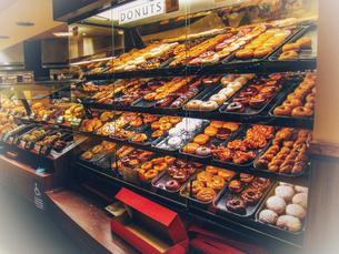 ドーナツ売り場の写真素材 [FYI01230883]