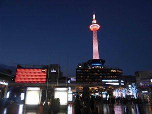 京都タワーのライトアップの写真素材 [FYI01231208]