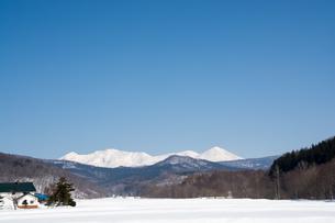 春の雪山と青空 大雪山の写真素材 [FYI01231575]