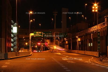 首都高箱崎ジャンクションの夜景の写真素材 [FYI01231862]