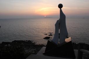 神崎鼻の海辺の夕焼けの写真素材 [FYI01231869]