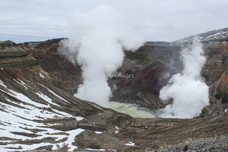 阿蘇山の火口の写真素材 [FYI01231880]
