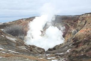 阿蘇山の火口の写真素材 [FYI01231881]