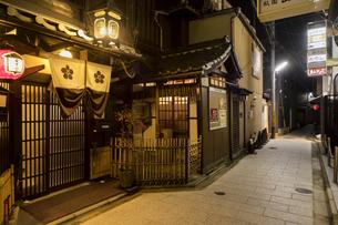 京都祇園周辺の街並みの写真素材 [FYI01232082]