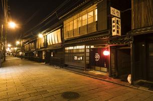 京都祇園周辺の街並みの写真素材 [FYI01232085]