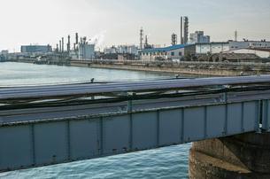 川崎の工業地帯の風景の写真素材 [FYI01232164]