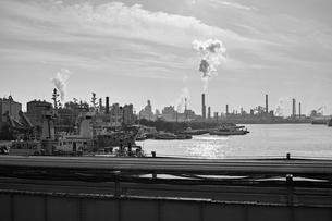 川崎の工業地帯の風景の写真素材 [FYI01232166]