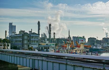 川崎の工業地帯の風景の写真素材 [FYI01232169]
