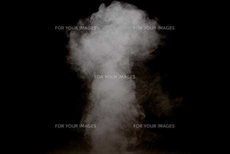 黒背景の煙の写真素材 [FYI01232229]