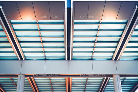 ビル建築 ブルーの写真素材 [FYI01232242]