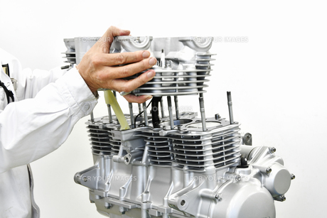 大型バイクエンジンの整備の写真素材 [FYI01232251]