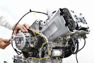 大型バイクエンジンの整備の写真素材 [FYI01232252]
