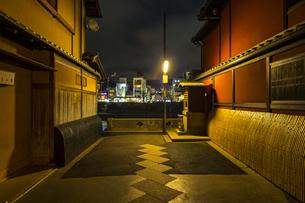 京都先斗町の街並みの写真素材 [FYI01232726]