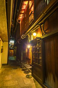 京都先斗町の街並みの写真素材 [FYI01232728]