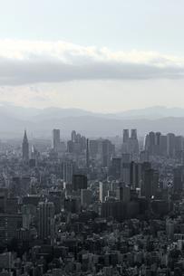 グレー一色のモノクロシティ東京の写真素材 [FYI01232847]