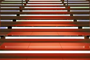 赤く光る階段の写真素材 [FYI01232858]
