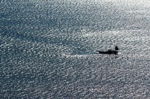 広大な海と漁船の写真素材 [FYI01232881]