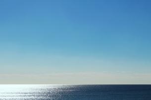 海の水平線と澄んだ空の写真素材 [FYI01232903]