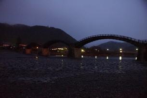 錦帯橋(早朝)の写真素材 [FYI01232938]