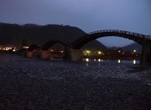 錦帯橋(早朝)の写真素材 [FYI01232939]