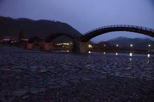 錦帯橋(早朝)の写真素材 [FYI01232940]